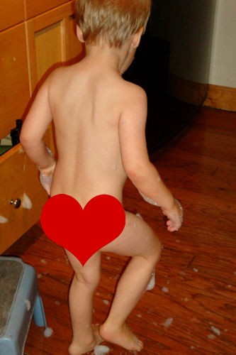 Naked Little Boy Peeing Petit Penis