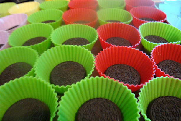 Oreo Cheesecake Cupcake Recipe - Cookies in Liners