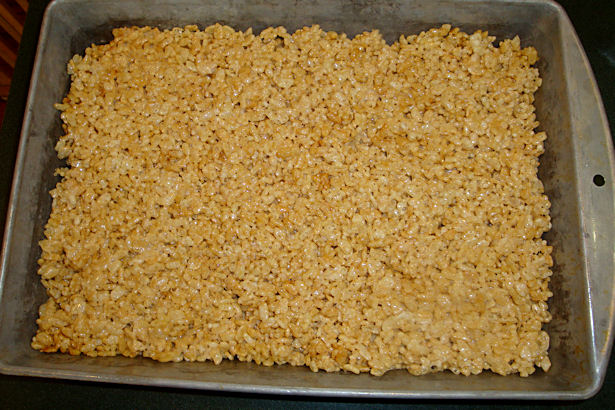Rice Krispie Treats Recipe - Mixture Leveled