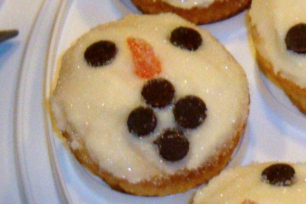 Scared Snowman Cupcake