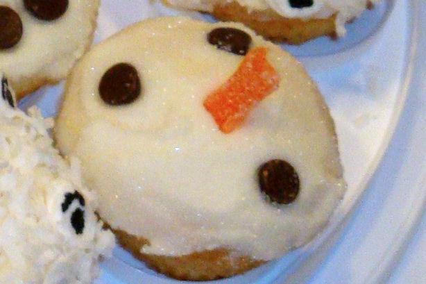 Surprised Snowman Cupcake