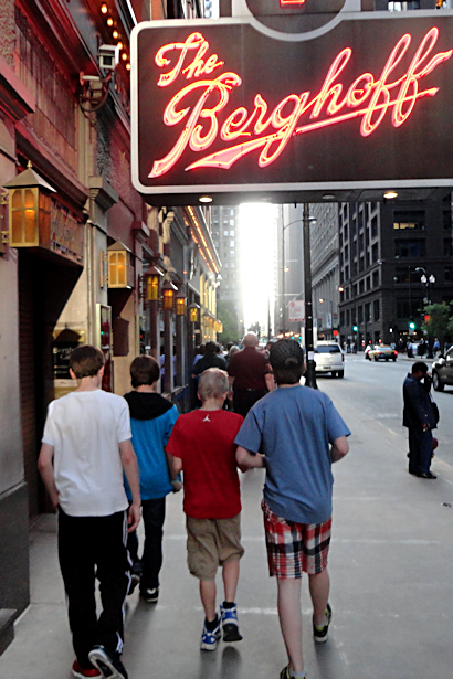 Chicago 2012 Part Five - Walking into Berghoffs