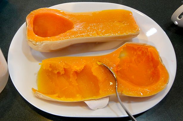 Homemade Baby Food - Scoop out Squash