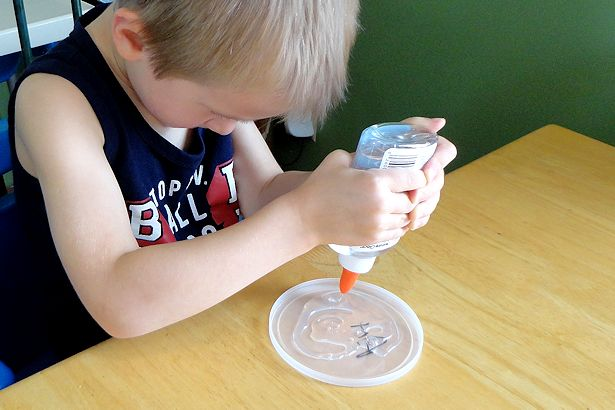 Mother's Day Craft Sun Catcher - Fill Lid with Glue