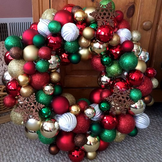 How to Make an Ornament Wreath - Christmas Ornament Wreath