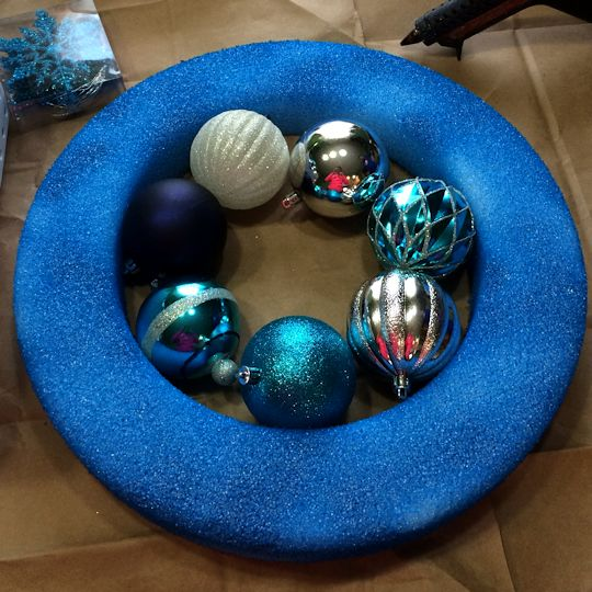 How to Make an Ornament Wreath - Inner Circle